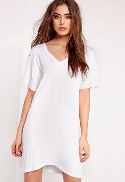 Biała sukienka t-shirt z dekoltem w serek