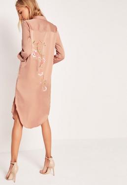 Beżowa koszulowa sukienka z kwiatowym wzorem na plecach