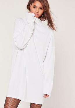 Robe oversize blanche côtelée à col montant