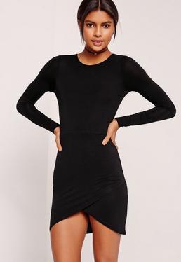 Langärmliges Jerseykleid mit asymmetrischem Saum in Schwarz