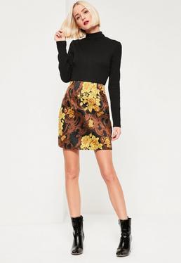 Sukienka z czarnym prążkowanym golfem i żakardową spódniczką 2w1