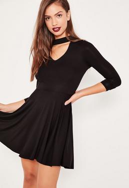 Czarna rozkloszowana sukienka z chokrem