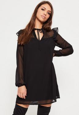 Swing-Kleid mit gerüschter Vorderseite und Punktedesigns in Schwarz
