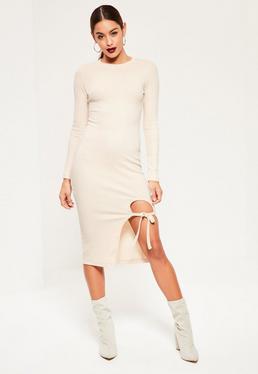 Biała sukienka midi z długimi rękawami i wiązaniem na udzie