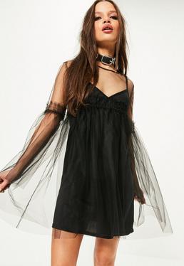 Robe noire évasée avec doublure en tulle
