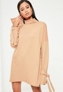 Beżowa sukienka bluza z golfem i wiązanymi rękawami