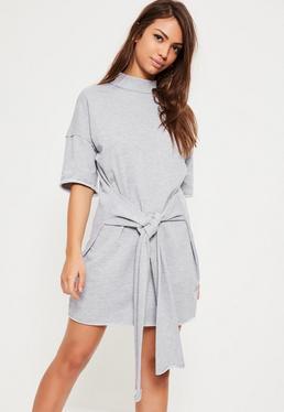 Robe grise ceinturée à manches courtes