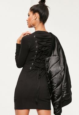 Czarna prążkowana dopasowana sukienka mini wiązana na plecach