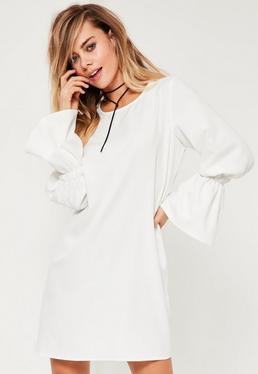 Vestido con Vuelo Mangas Elásticas Acampanadas en Blanco
