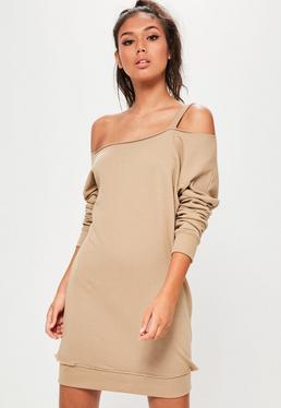 Beżowa sukienka bluza opadająca na jedno ramię