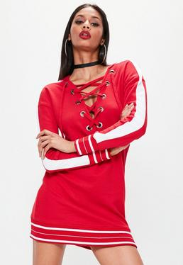 Robe-pull rouge à capuche avec bandes contrastées et oeillets