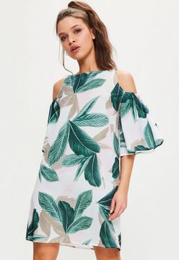 Robe évasée blanche épaules dénudées imprimé feuilles