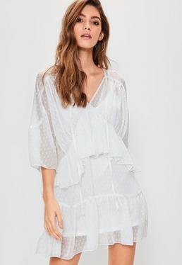 Vestido escalonado en tejido dobby en blanco