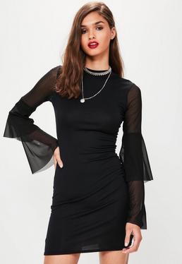 Robe moulante noire à manches évasées et transparentes