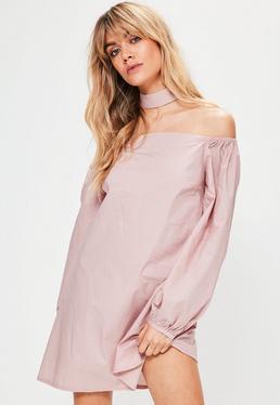 Różowa luźna sukienka bardot z bufiastymi rękawami i chokerem