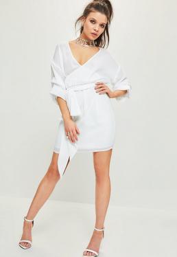 Robe blanche drapée manches froncées avec ceinture