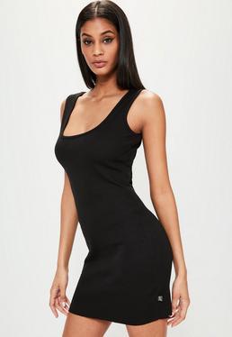 Czarna prążkowana sukienka z kwadratowym dekoltem Londunn + Missguided