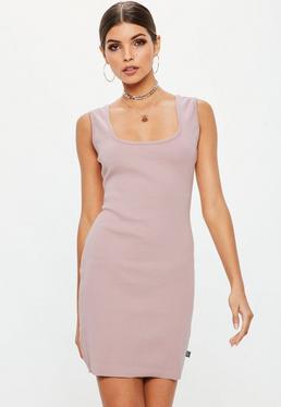 Różowa prążkowana sukienka z kwadratowym dekoltem Londunn + Missguided