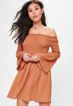 Pomarańczowa rozkloszowana marszczona sukienka bardot