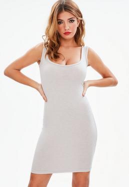 Brązowa dopasowana sukienka mini na ramiączkach z głębokim dekoltem