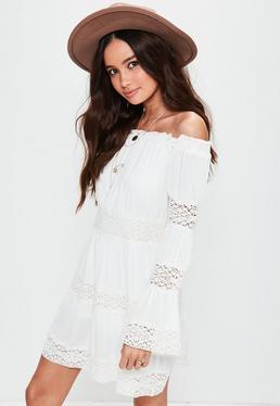 Robe blanche en mousseline détails crochet