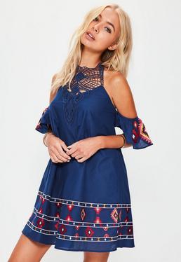 Blaues Neckholder Kleid mit Azteken-Stickerei