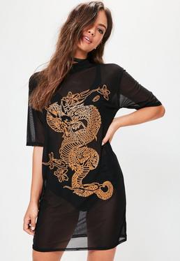 Vestido ajustado con transparencias y detalle de dragón en dorado