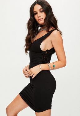 Czarna dopasowana sukienka z wiązaniami po bokach