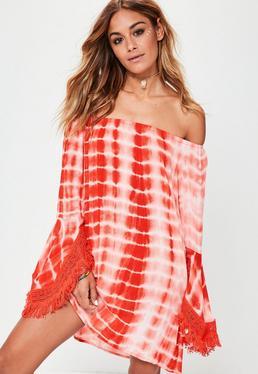 Czerwona farbowana sukienka bardot z szydełkowymi obszyciami