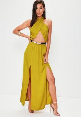 Vestido largo de cuello halter con frontal partido en satén amarillo