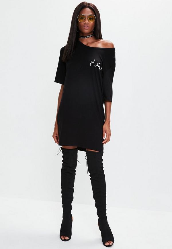 schwarzes t shirt kleid mit arabischer grafik missguided. Black Bedroom Furniture Sets. Home Design Ideas