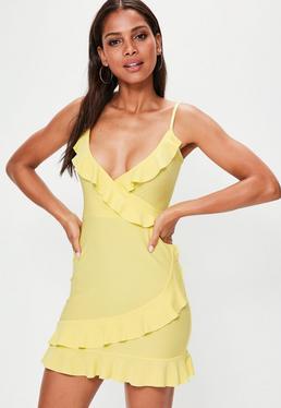 Vestido con tirantes con volantes en amarillo