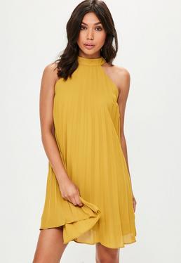 Żółta plisowana sukienka z dekoltem halter