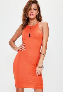 Vestido ajustado con cuello redondo en naranja