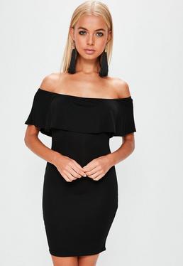 Czarna dopasowana sukienka bardot z ozdobną falbaną