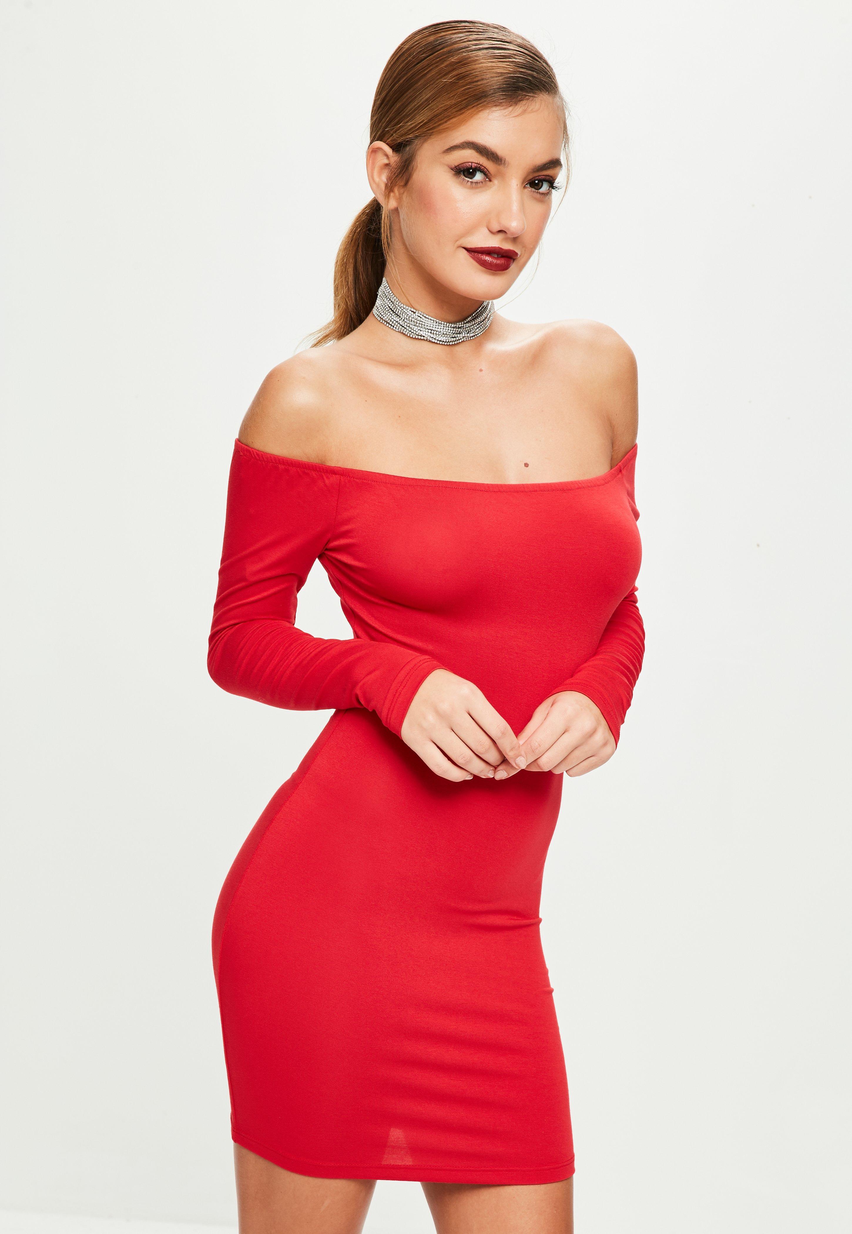 Rotes tragerloses kleid