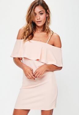 Różowa sukienka z falbanką na ramiączkach