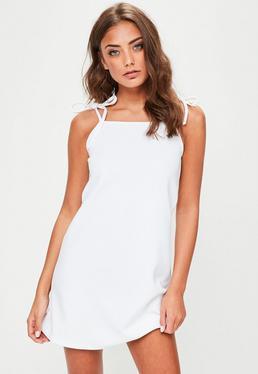 Biała luźna sukienka na wiązanych ramiączkach