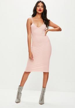 Różowa sukienka midi na ramiączkach