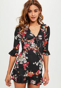 Czarna sukienka mini w kwiatowe wzory