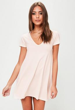 T-Shirtkleid mit V-Ausschnitt in Rosé