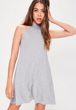 Szara luźna sukienka mini z golfem