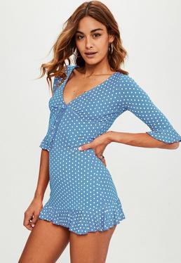 Gepunktetes Kleid mit Rüschenärmeln in Blau