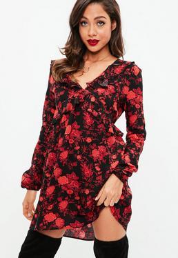 Czarna sukienka w kwiaty z falbankami