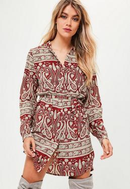 Czerwona koszulowa sukienka w orientalne wzory