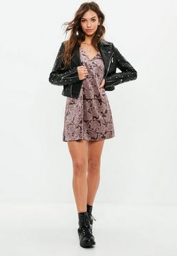 Vestido recto flocado de terciopelo en marrón