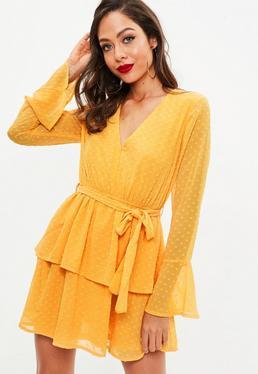 Vestido con escote en v de transparencias con plumeti en amarillo mostaza