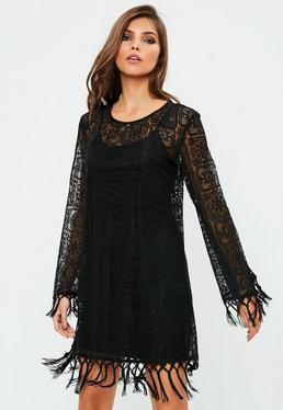 Czarna koronkowa sukienka z frędzlami