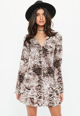 Brązowa rozkloszowana sukienka w wężowy wzór