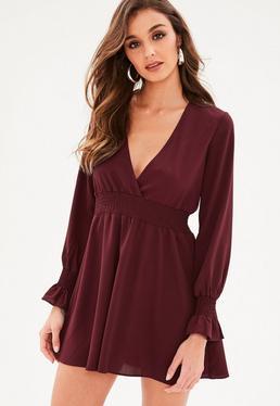 Burgundowa sukienka z długimi rękawami